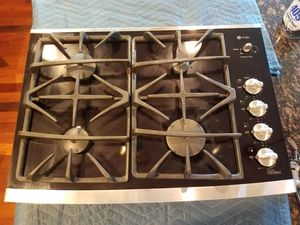 "GE profle glass and stainless 30"" gas cooktop for Sale in Edgewood, WA"