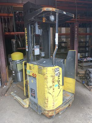 "2004 Hyster forklift N40XMR3 4000 ilbs ""NEEDS BATTERIES "" for Sale in Devens, MA"