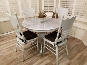 Dining room table for Sale in Gilbert, AZ