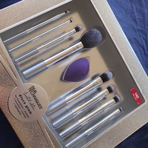 Real Techniques Brush Set for Sale in Phoenix, AZ