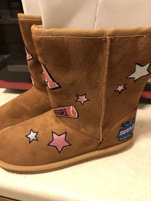 Girl boots (Size 5) for Sale in Minneapolis, MN