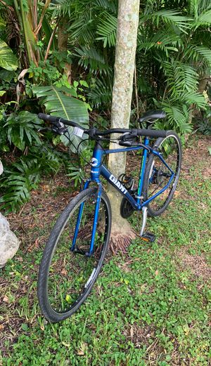 Giant Hybrid Mountain Road Bike Bicycle for Sale in Miami, FL