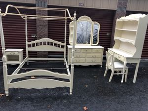 Absolutely gorgeous girls bedroom set for Sale in Bothell, WA