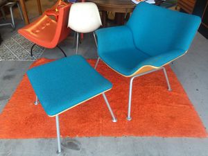 Herman Miller Lounge Chair and ottoman for Sale in Farmington Hills, MI