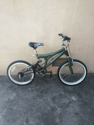 $100 OBO I'm in Santa Ana CA mountain bike size 20 for Sale in Santa Ana, CA