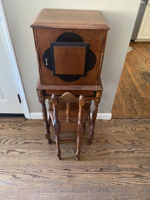 Antique desk and chair for Sale in Alameda, CA
