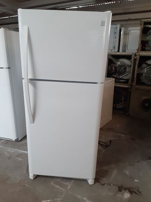 Refrigerator Kenmore good condition 3 months warranty delivery and install for Sale in Oakland, CA