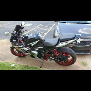 2005 suzuki gsxr 600 never laid over and no scratchs its fast too. for Sale in Oklahoma City, OK