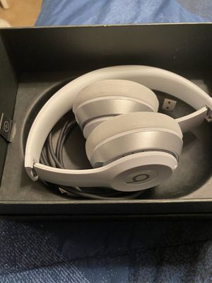 Beats solo White silver New in box for Sale in Las Vegas, NV