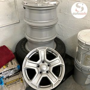 Jeep wrangler painted silver Wheels for Sale in Hialeah Gardens, FL