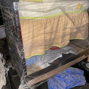 Free Crib Combo With Changing Table And Bassinet for Sale in Carson, CA
