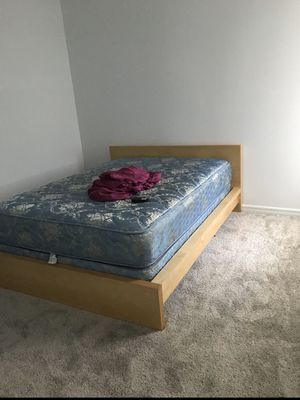 Queen bed for Sale in Tampa, FL