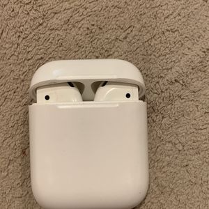 FIRST GEN AIRPODS for Sale in Everett, WA
