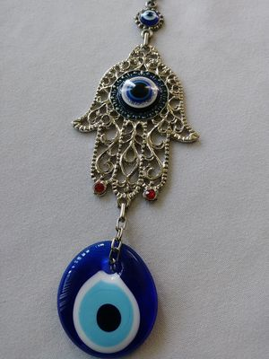 HAMZA HAND WALL DECOR W/ RED GEMSTONE FROM TURKEY. for Sale in Bothell, WA