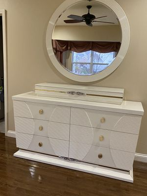 White bedroom set for Sale in St. Louis, MO