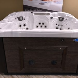 8ft X 8ft Hot Tub Jacuzzi for Sale in Placentia, CA