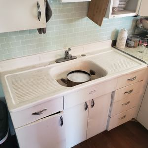 1940s vintage Youngstown sink and cabinets set. for Sale in Irwindale, CA