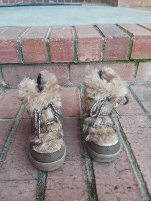 Little girls boots size 6 for Sale in Belvedere, SC