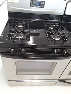 Whirlpool gas stove good conditions use 90d warranty for Sale in Mount Rainier, MD