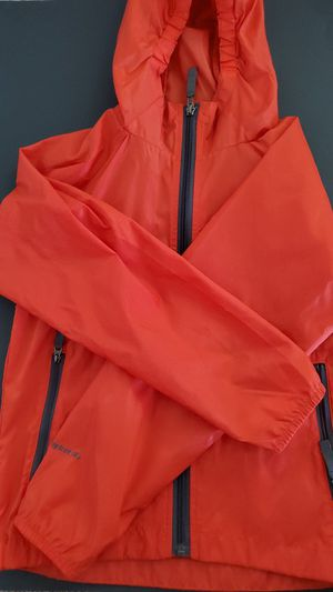 The North Face Boys Red Size 7/8 Small Hydrenalite Rain Shell Jacket for Sale in Las Vegas, NV