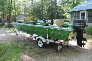 Nice Vintage maintained 1974 trophyV fishing boat for Sale in Comstock Park, MI
