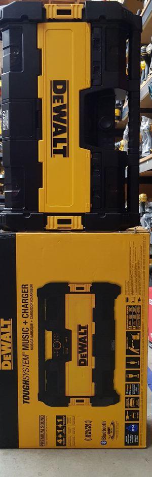 DEWALT 20V MAX CORDLESS BLUETOOTH JOBSITE RADIO CHARGER BRAND NEW for Sale in San Bernardino, CA