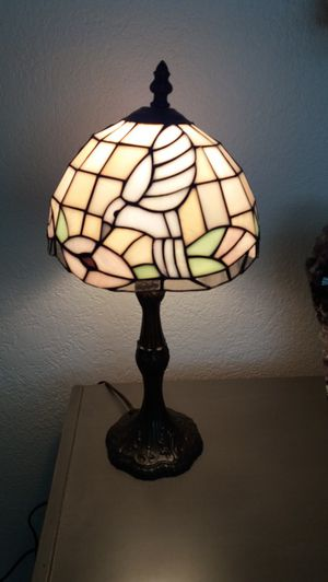 beautiful tiffany stain glass lamp , in New condition for Sale in Rancho Cucamonga, CA