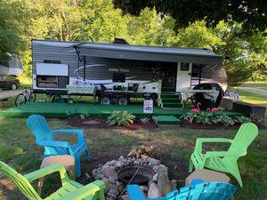 "Travel trailer ""like new"" for Sale in Woodbridge, CT"
