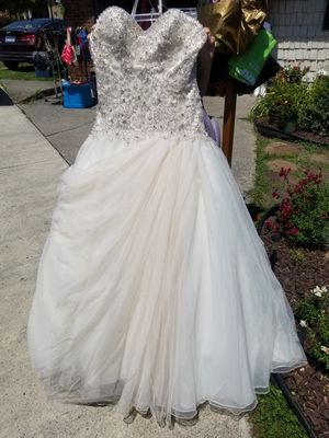 Wedding dress (used) for Sale in Johnstown, PA