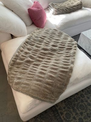 Pottery Barn Faux Fur Blanket for Sale in West Hollywood, CA