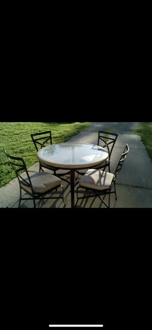 Heavy dining room table for Sale in Highland Park, MI