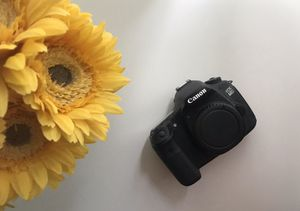 Canon 60 D Camera Only - Non-working, Can use for parts! for Sale in Altamonte Springs, FL
