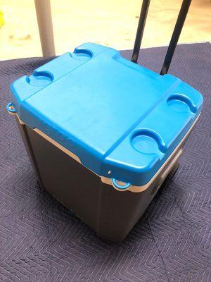 Igloo Wheelie Cooler for Sale in Frontenac, MO
