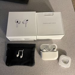 Apple Airpods Pro Perfect Condition With AppleCare Plus Coverage Through 2022 Comes With Box Ear tips And A Case No Cable for Sale in Littleton,  CO
