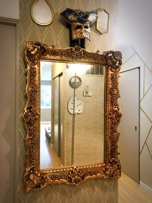 A windsor art products vintage golden mirror for Sale in Puyallup, WA