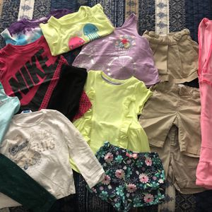 14pcs Toddler Girls Clothes 2T for Sale in Hallandale Beach, FL