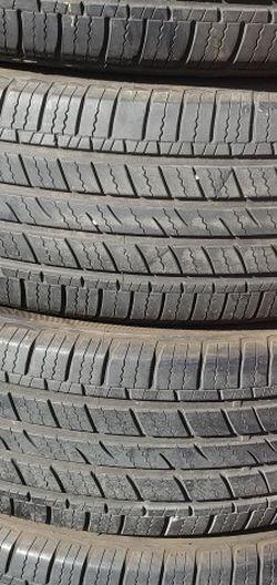 225/65r17 Arizona Tires Wn Exelentes Condiciones De Vida Las 4 for Sale in Lakewood,  CA