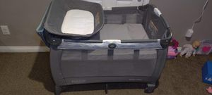 Graco pack n play with diaper changer and infant bassinet for Sale in Glendora, CA