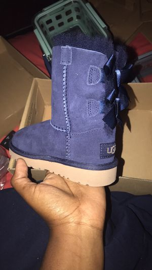 Uggs Boots For Girls Size 7 for Sale in Brooklyn, NY