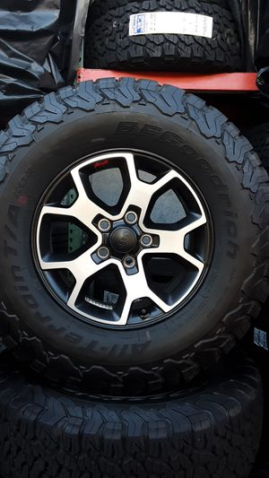 NEW TAKE OFF JEEP WHEELS SIZE 17 KO2 TIRES for Sale in Fullerton, CA