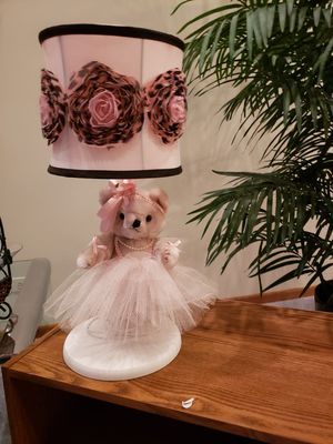 Pink princess teddy bear lamp with rose shade like new and works for Sale in Bellevue, TN