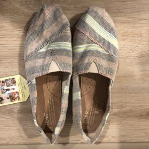 TOMS Classic Stripe Canvas Shoes, Women's Sz 7-Brand New! Paid $70 (Nike, Adidas, Ugg's, Lululemon, Urban Outfitters) for Sale in Portland, OR