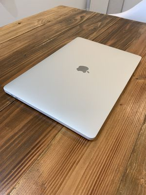 """2018 15"""" MacBook Pro   2.6GHz 6-Core!!   16GB   500GB SSD   4GB Video   Retina   Touch Bar   EXCELLENT CONDITION! for Sale in Los Angeles, CA"""