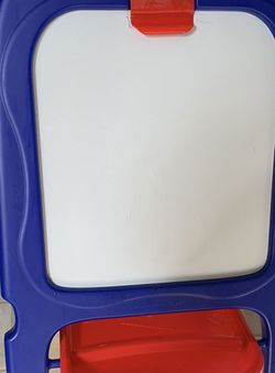 CRAYOLA 3 IN ONE !! CHALKBOARD - WHITEBOARD - MAGNETIC BOARD! NEW CONDITION ! WITH TRAYS for Sale in Modesto,  CA