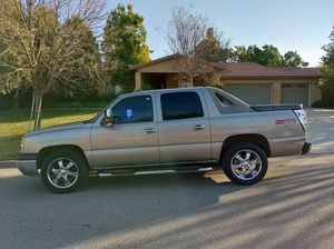 2004 Chevy avalanche low mile- for Sale in Hemet, CA
