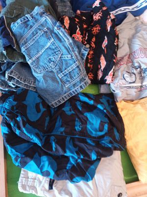 10lbs of clothes for kids. Boys and girls. For girls age 6-8 years old and age 8-12 for boy's. for Sale in Queens, NY