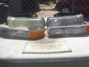 2002 GMC Yukon lights( CHEAP) for Sale in Fresno, CA