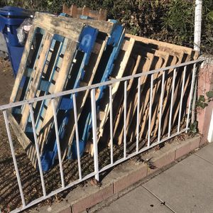 Free Pallets!!! for Sale in Culver City, CA