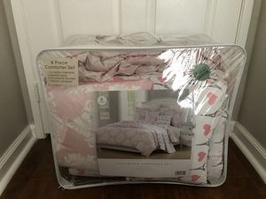 Paris & heart Full/Queen Quilts, blanket, decorations pillow & pillow case for Sale in Chino Hills, CA