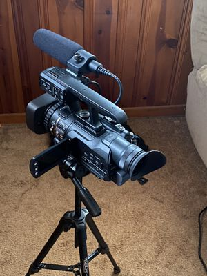 JVC GY-HM100U Camcorder for Sale in Dearborn, MI